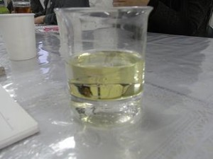 蒸留された精油とハーブウオーター
